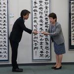 熊本県教育委員会・宮尾教育長へ目録を贈呈(熊本県庁にて)