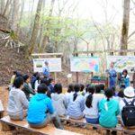 水源林の働きについて 講義を受講する新入社員
