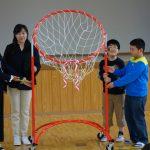 オリエンタルランドグループ、福島県の小学校へバスケットゴールを寄贈