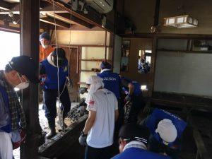 被災者住居の清掃作業