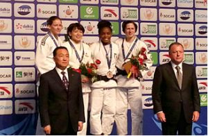 後列 左から2番目が田代未来選手