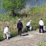 天竜川沿いを歩いて清掃